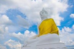 Buda grande en la montaña en Udonthani en Tailandia, Buda grande fotografía de archivo