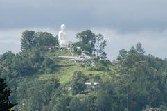 Buda grande encima de la colina en Kandy Foto de archivo