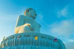 Buda grande y cielo azul Imagen de archivo