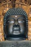 Buda hace frente al templo de Todaiji en Nara foto de archivo