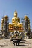 Buda no ouro e no céu azul. Imagens de Stock Royalty Free