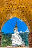 A Buda no templo de Phasornkaew, Tailândia imagens de stock