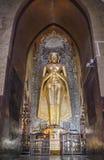 Buda permanente Kassapa en el templo de Ananda adornó en Bagan, Myanmar Foto de archivo