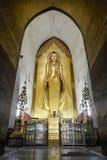 Buda permanente Kassapa en el templo de Ananda adornó en Bagan, Myanmar Imagenes de archivo