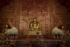 Buda Sihing de Phra na capela no templo tailandês imagem de stock royalty free