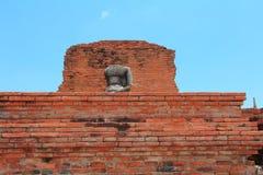 Buda sin cabeza y sin brazo en Ayutthaya, Tailandia Imagen de archivo