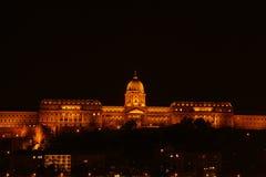 Buda slott på natten i Budapest Fotografering för Bildbyråer