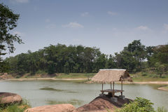 Buda w lesie obok jeziora Obrazy Royalty Free