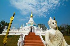 Buda y stupa de mármol Imágenes de archivo libres de regalías