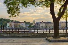 Budakant van historische riverfrontmening van Boedapest stock fotografie