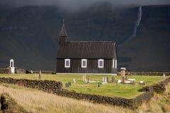 Budakirkja, eine der vielen isländischen Kirchen Lizenzfreie Stockfotos
