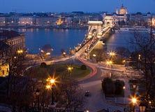 Budapest alla notte con il ponticello Chain Immagine Stock