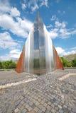 BUDAPEST - April 24: Abstrakt minnesmärke för frihetskämpar i B Arkivfoton