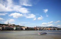 Budapest auf dem Fluss Donau Stockbilder