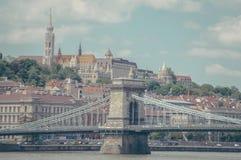Budapest bro och stad Royaltyfri Fotografi