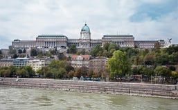 Budapest - Danube och slottet Royaltyfri Bild