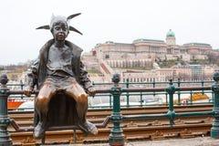 Budapest den lilla statyn för prinsessa Jester mot Arkivfoto