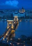 Budapest - die alte Kettenbrücke lizenzfreie stockfotos