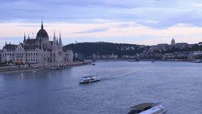 Budapest dzie? nighttime up?yw W?gierski parlament i chaing most zbiory