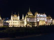Budapest - el parlamento en la noche imagen de archivo libre de regalías