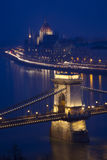 Budapest en la noche, Danubio, puente, Hungría Fotografía de archivo libre de regalías