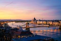 Budapest et le Danube après coucher du soleil Photos stock