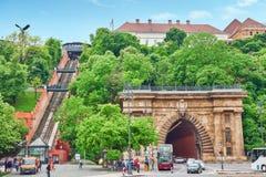 BUDAPEST, HANGARY- 2 DE MAIO DE 2016: Castelo real do teleférico de Hungar Imagem de Stock Royalty Free