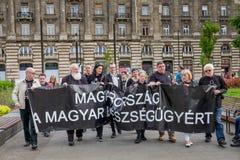BUDAPEST, HONGRIE - AVRIL 15, 2016 : Démonstration contre le HU photographie stock libre de droits