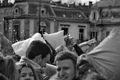 BUDAPEST, HONGRIE - 4 AVRIL : Jour de combat d'oreiller sur la place de héros Image libre de droits
