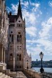 Budapest, Hongrie - la terrasse de la bibliothèque du Parlement photos stock