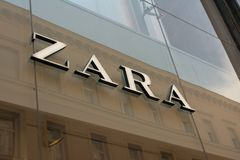 Budapest, Hongrie, le 5 juillet 2018 : Magasin de Zara à Budapest, rue de Vaci Zara est un du plus grand international photos stock