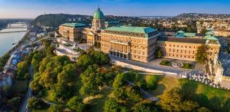 Budapest, Hongrie - vue panoramique aérienne de beau Buda Castle Royal Palace au lever de soleil images libres de droits