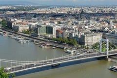 BUDAPEST, HUNGARY/EUROPE - 21 DE SEPTIEMBRE: Vista del río Danu fotos de archivo libres de regalías