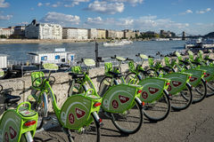 BUDAPEST, HUNGARY/EUROPE - SEPTEMBER 21 : Green bicycles availab Stock Photography