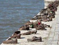 BUDAPEST HUNGARY/EUROPE - SEPTEMBER 21: Järn skor minnesmärken till royaltyfri foto