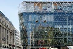 BUDAPEST, HUNGARY/EUROPE - 21 SETTEMBRE: Centro commerciale di Corvin Fotografie Stock Libere da Diritti