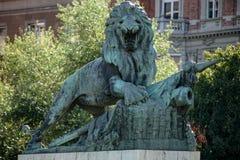 BUDAPEST, HUNGARY/EUROPE - WRZESIEŃ 21: Statua lwa strażnik Zdjęcie Royalty Free