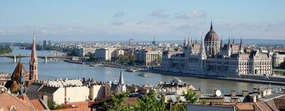 BUDAPEST, HUNGARY/EUROPE - WRZESIEŃ 21: Widok w kierunku Parli zdjęcia stock