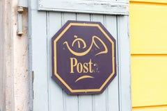 Budapest/Hungary-09 09 18: Letra del símbolo del correo de la oficina de correos de Hungría foto de archivo libre de regalías