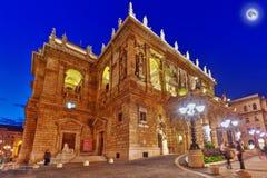 BUDAPEST, HUNGARY-MAY 05,2016: Il teatro dell'opera ungherese dello stato è a Immagini Stock Libere da Diritti