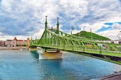BUDAPEST HUNGARY-MAY 06, 2016: Liberty Bridge i Budapest, bri Arkivbilder