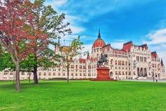 BUDAPEST HUNGARY-MAY 04, 2016: Ungersk parlamentströmförsörjning Entran Royaltyfri Fotografi