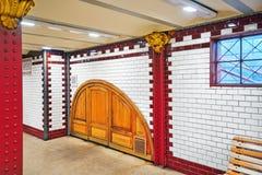 BUDAPEST, HUNGARY-MAY 02, 2016: Wnętrze stacja metru w pączku Obraz Royalty Free
