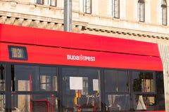 Budapest/Hungary-09 09 18: Turist för buss Budapest för offentligt trans. röd royaltyfria bilder