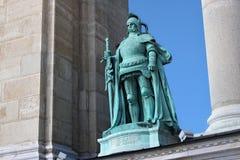 BUDAPEST, HUNGRÍA - 8 DE AGOSTO DE 2012: Escultura de John Hunyadi Margo Ede, 1906 Monumento del milenio en el cuadrado de los hé fotos de archivo