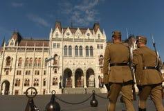 Budapest, Hungría - 29 de agosto de 2017: Guardia honorario en Lajos Kos Fotos de archivo