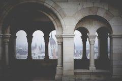 BUDAPEST, HUNGRÍA - 10 DE DICIEMBRE DE 2015: El parlamento en Budapest, c Fotografía de archivo