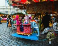 BUDAPEST, HUNGRÍA - 2 DE DICIEMBRE DE 2017: Mercado de la Navidad en el cuadrado de Szentlelek en Obuda en Budapest, Hungría imagen de archivo
