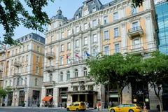 BUDAPEST, HUNGRÍA - 3 DE JUNIO DE 2017: Exterior de los BU del hotel de Corinthia fotografía de archivo
