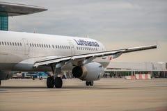 BUDAPEST, HUNGRÍA - 5 de marzo - Lufthansa Airbus Fotos de archivo libres de regalías